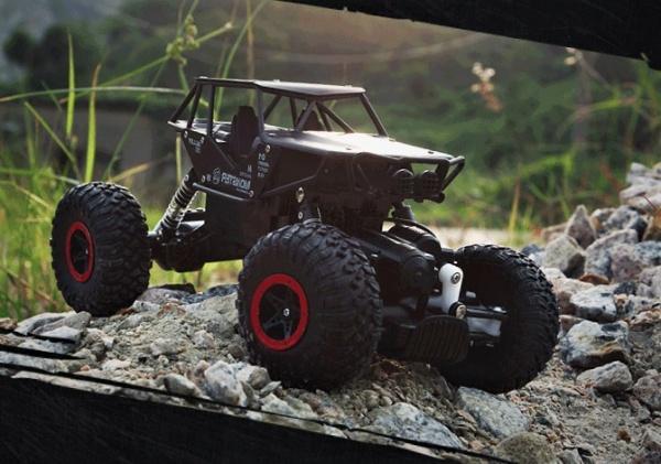 RRCobchod Strong Crawler 4x4 s kovovými díly černá RTR 1:10